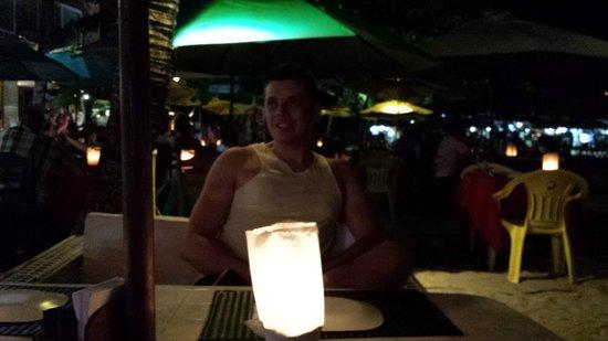 Sambass Cafe Restaurante: Mesas externas.