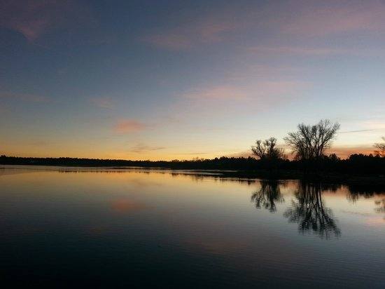 Rainbow Lake Resort: Beautiful sunset views from the dock...