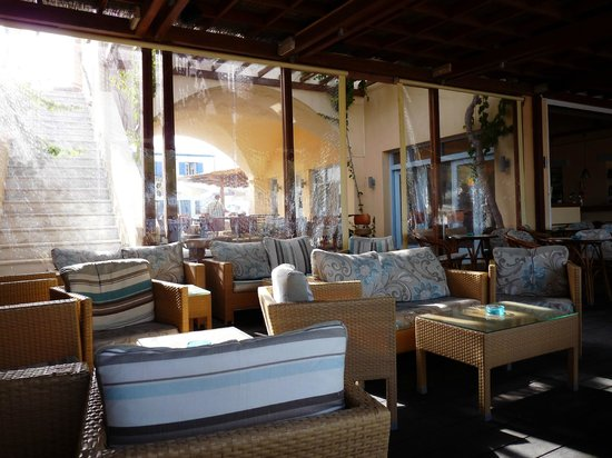 Levante Beach Hotel: Le bar