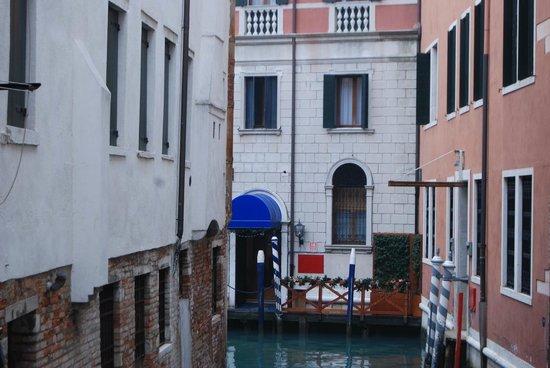 Palace Bonvecchiati : entrée par bateau
