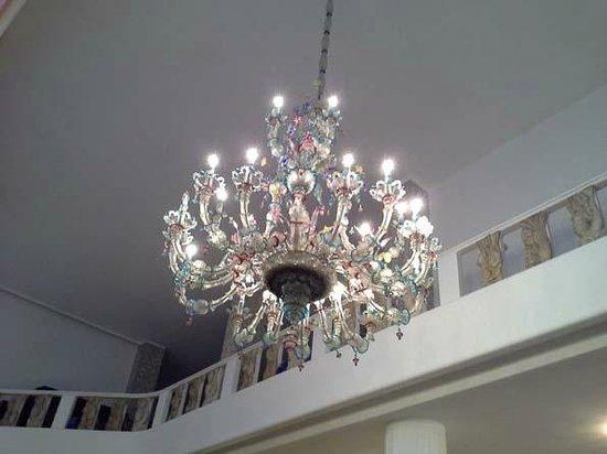 Palace Bonvecchiati : lustre salle du déjeuner