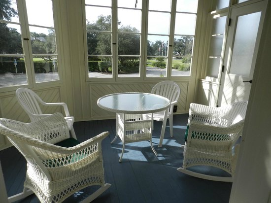 Jekyll Island Club Resort: JPorch in Jekyll Is. Clubhouse room