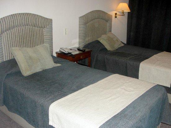 Lafayette Hotel: Camas de solteiro em um quarto de casal
