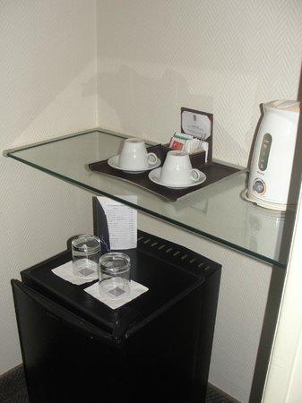 Lafayette Hotel: Frigobar e chaleira elétrica, com kit chá de cortesia