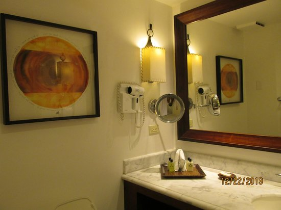 Real InterContinental at Multiplaza: The Bathroom