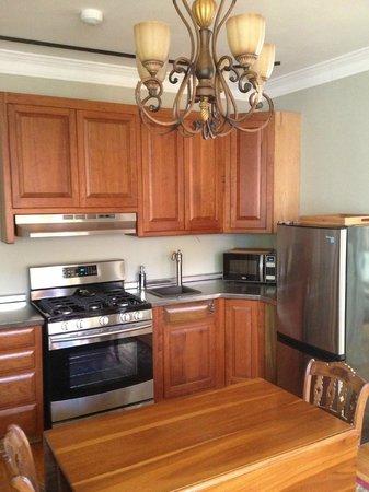 Sheriff Sartwell Mansion: deSmeth Quarters gourmet kitchen