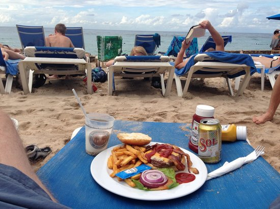 The Money Bar Beach Club: Delicious bacon cheese burger and fries from money bar! Around $130 pesos (10 usd)