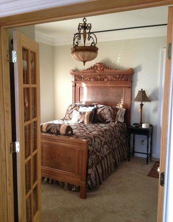 Sheriff Sartwell Mansion: deSmeth Quarters Baron's Bedroom