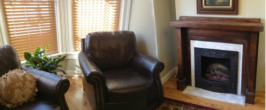 Sheriff Sartwell Mansion: deSmeth Quarters Great Room