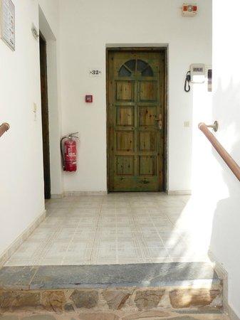 Drossos Hotel: Porte de la chambre