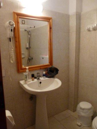 Drossos Hotel: Salle de bain