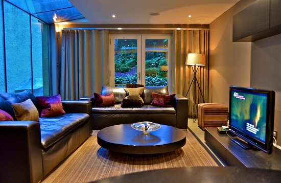The Chester Residence: Living room