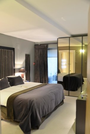 The Chester Residence: Master bedroom