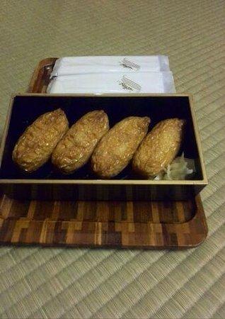 Washintei Hougetsu: 夜食のいなり寿司(2人分)