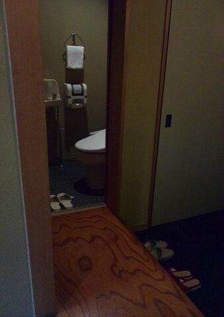 Washintei Hougetsu: 【芦ノ湖棟】部屋の玄関とトイレ