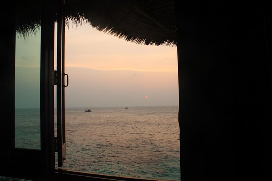 Koh Tao Bamboo Huts : the sunset view from the room