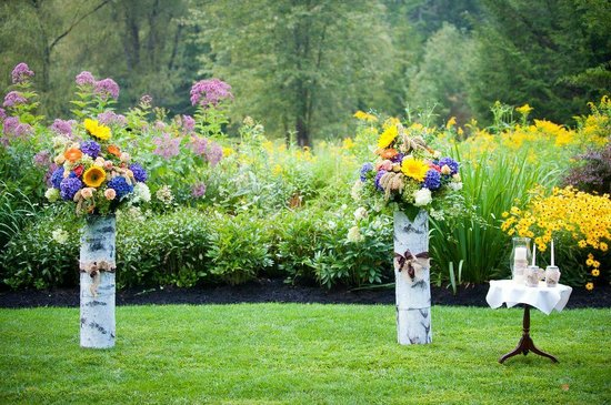 Jackson House Inn : The outdoor alter- Stunning! Behind is the flower garden that Rick planted
