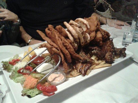 Leopoldauer Alm: Piatto assortito di carne.