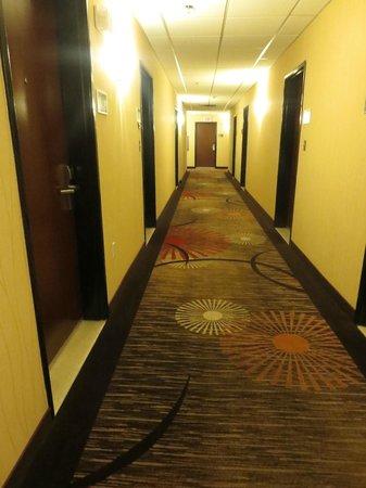 Hampton Inn Phoenix-Biltmore: hallway