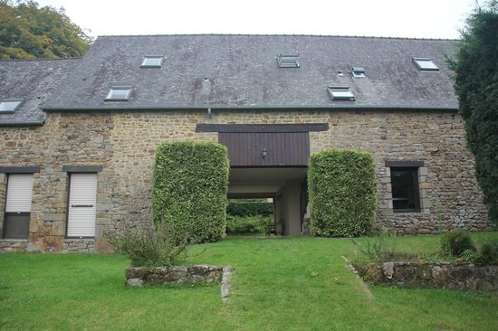 Ferme Saint Christophe : A view of the rooms from the back garden at Ferme St Christophe.  Our room is on the right.