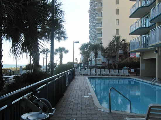 Grand Atlantic Ocean Resort: View from the outside pools towards the beach