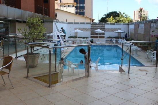 Hotel Rafain Centro: piscina, estavam reformando, mas no mesmo dia ficou pronto