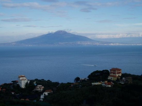 Il Nido Hotel Sorrento: sea view with Mount Vesuvius from hotel room