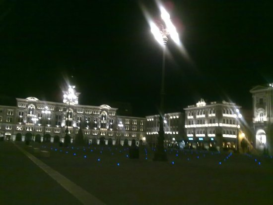 Starhotels Savoia Excelsior Palace: piazza unità