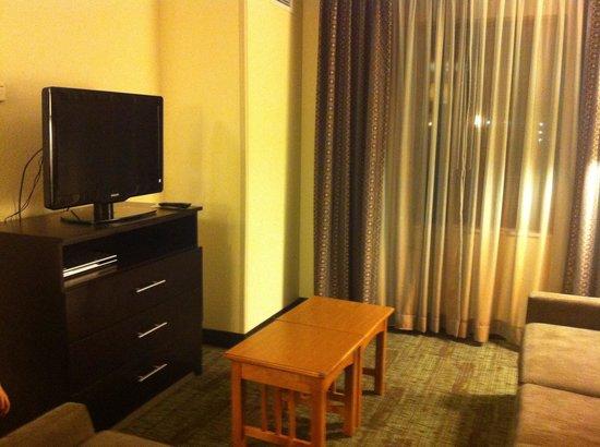 Staybridge Suites Jackson: TV area