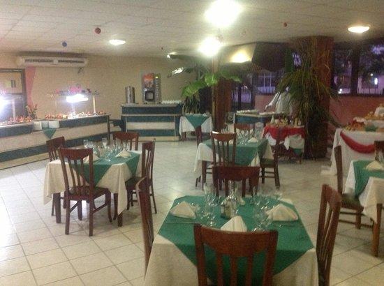 Islazul Villa La Mar: Dining room buffet
