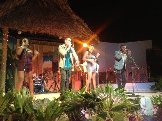 Islazul Villa La Mar: Cuban Group band