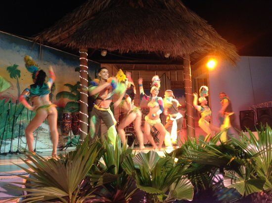 Islazul Villa La Mar: Talented dancers!!