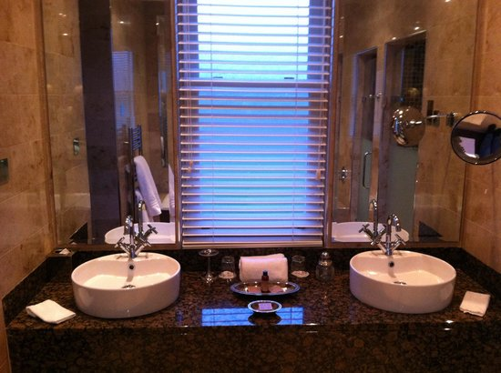 Lough Eske Castle, a Solis Hotel & Spa: Bathroom