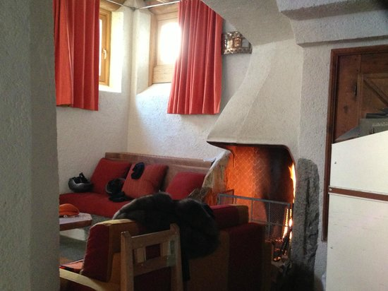 Saint Hubertus Resort: Fireplace