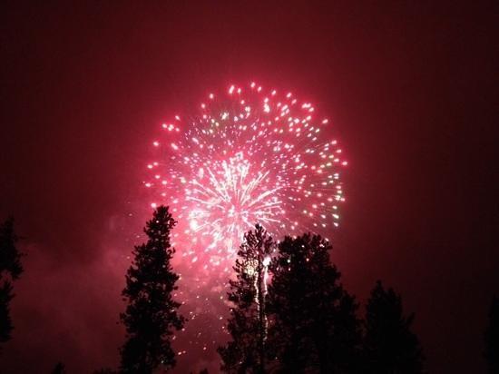 Grand Timber Lodge: NYE fireworks show!