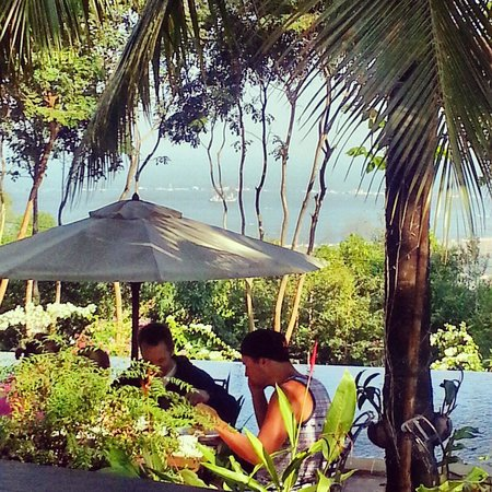 Pagoda Rocks Boutique Guesthouse: Looking out from the restaurant