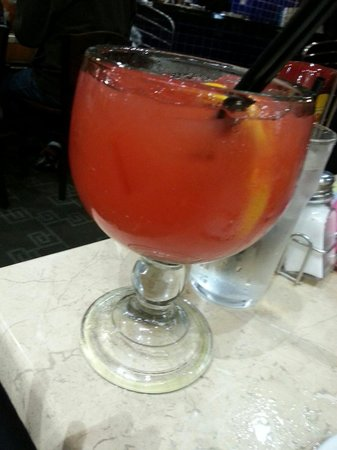 Deanie's Seafood: Make sure you order the Hurricane...YEAH!