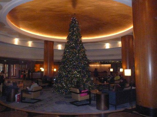 Sheraton Grand Chicago: Lobby of Hotel