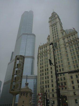 Sheraton Grand Chicago: location is 5 min walk from Michigan Avenue