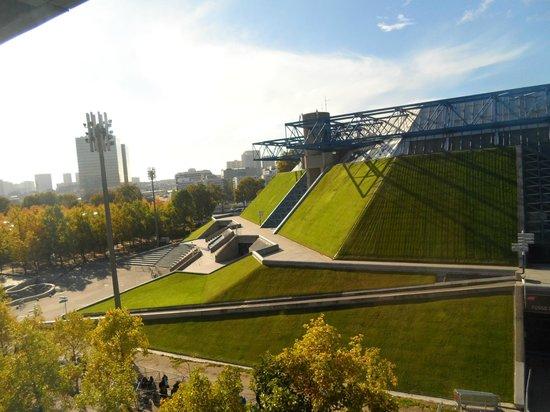 Novotel Paris Centre Bercy: Vue sur le palais omnisports de Paris Bercy