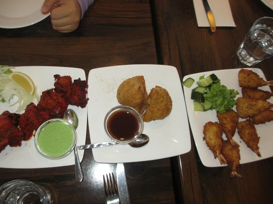 Lovely India: Appetizers: Chicken Tikka, Pumpkin Samosa, Breaded Prawns with Chilli Sauce