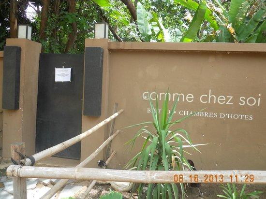 Comme Chez Soi: entrance