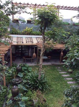Hoi An Chic Hotel: the garden