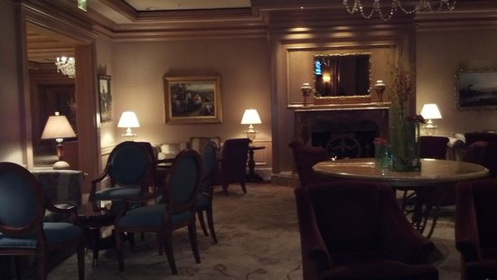 The Ritz-Carlton, Cleveland: Lobby Lounge on 6