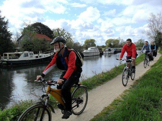 Visit Oxford Tours: Oxford bicycle tour Cotswolds bicycle tours Oxford cycle hire Oxford guided tours