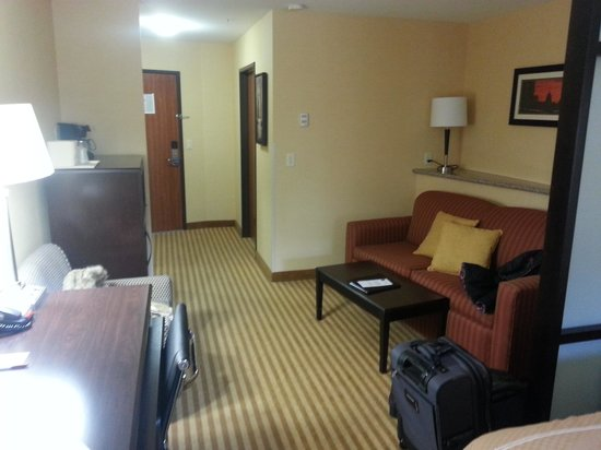 Comfort Suites: Entryway/sitting room