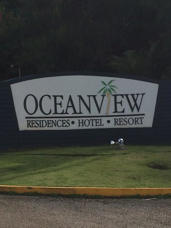 Oceanview Hotel and Residences: ホテル名板