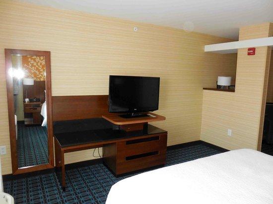 Fairfield Inn & Suites Watertown Thousand Islands : Bedroom TV