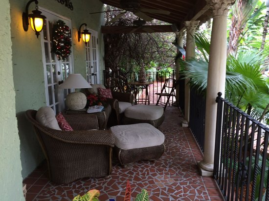 Casa Grandview: Front porch by main entry