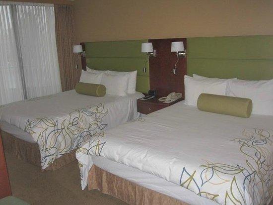 Victoria Regent Hotel: 2 queen beds in each bedroom